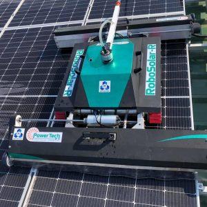 Cho thuê Robot vệ sinh pin năng lượng mặt trời